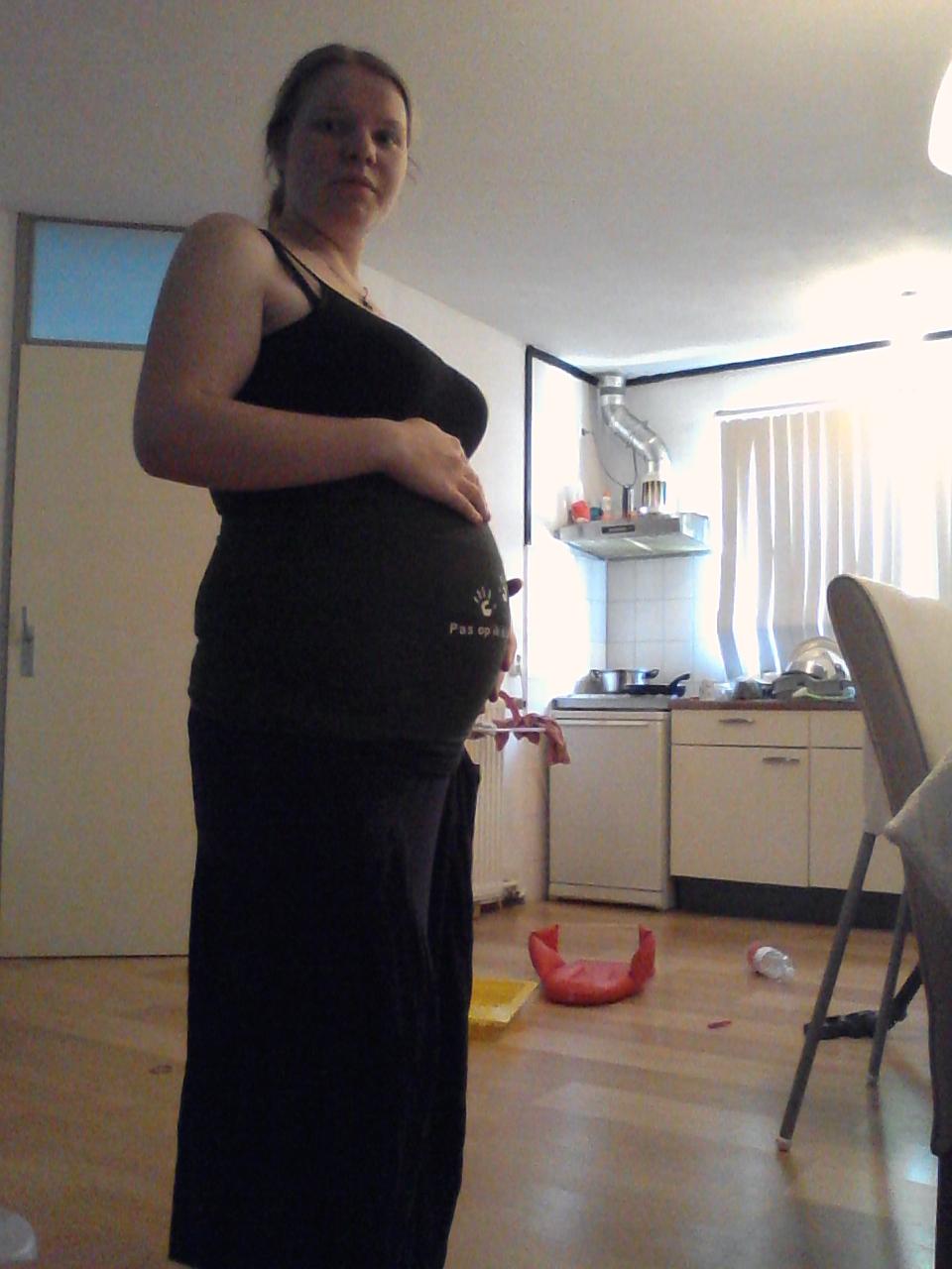 24 weken en 6 dagen zwanger van ons 2e wondertje.