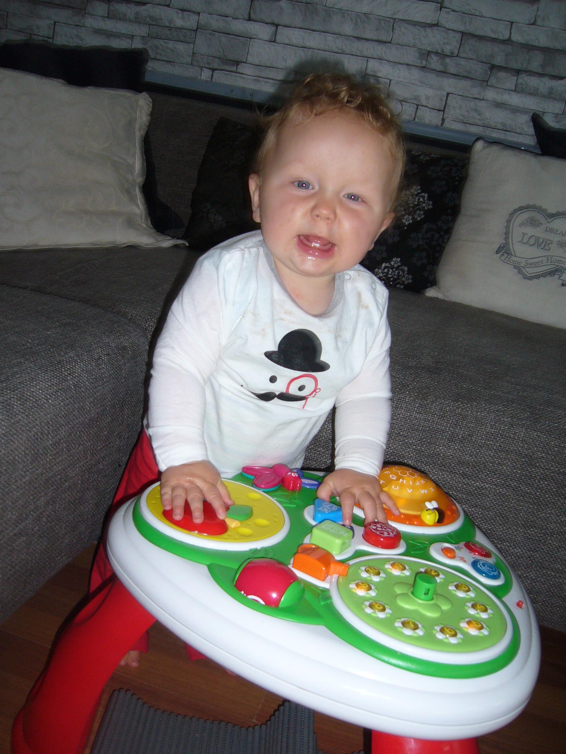 Baby van: Kristel Emans en Johan de Valk - Geboren op: 3 November 2013 - Onze prachtige zoon inmiddels alweer bijna 10 maanden