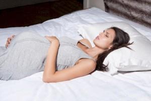 Slapen op je rug tijdens de zwangerschap waarom je het beter kunt